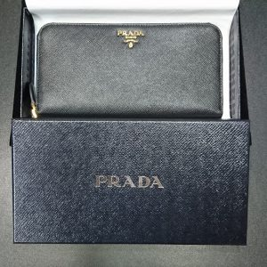 san francisco 6a4ba eafc8 プラダ ラウンドファスナー長財布 サフィアーノ 1ML506 | 高価 ...