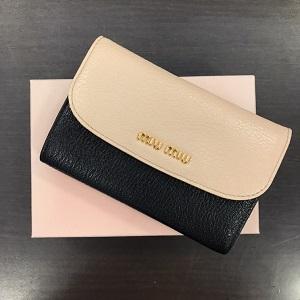 ミュウミュウ(miumiu)財布画像